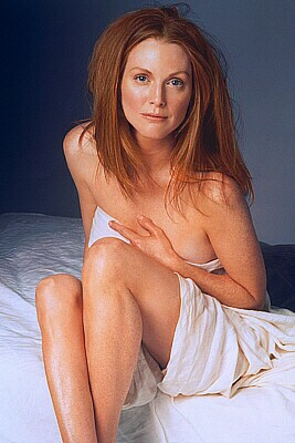 Naked Julianne Moore as naked Dr. Megan Whelan